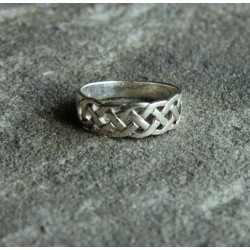 Celtic Eternity Knot Ring C