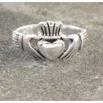 Womens Sterling Silver Claddagh Ring